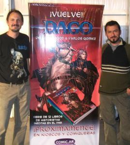 Tomás Coggiola y Ariel Avilez, con los banners promocionales